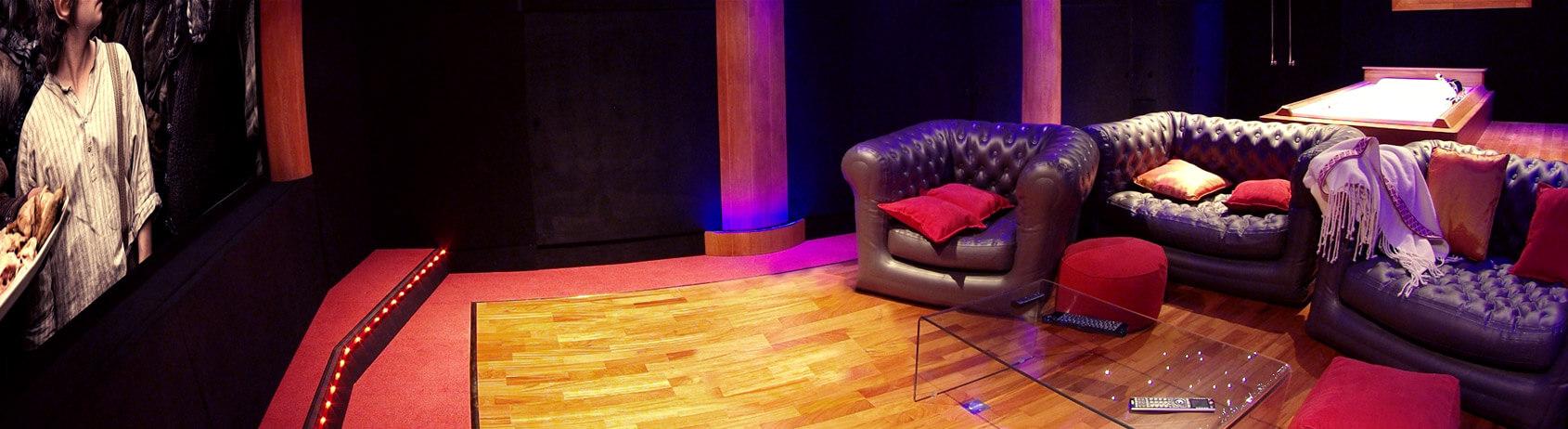 salle de cin ma priv e confort et traitement acoustique. Black Bedroom Furniture Sets. Home Design Ideas