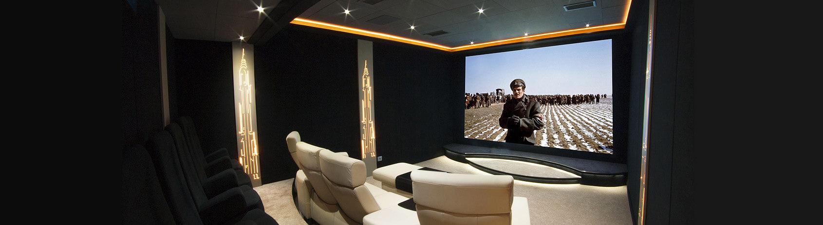 cr ation et am nagement de salle de cin ma priv e de luxe. Black Bedroom Furniture Sets. Home Design Ideas