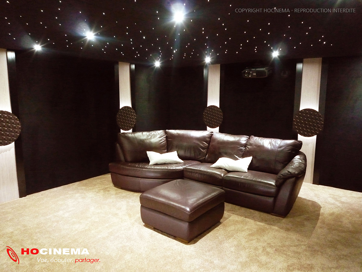 hocinema la salle de cin ma maison cassiopeia en d tail. Black Bedroom Furniture Sets. Home Design Ideas