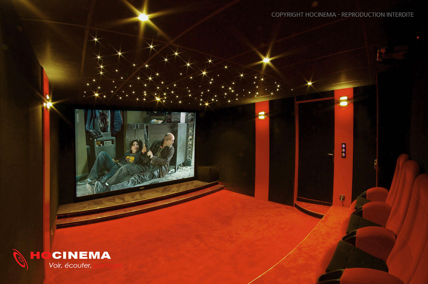 Hocinema la salle de cin ma maison phoenix en d tail for Salle cinema maison
